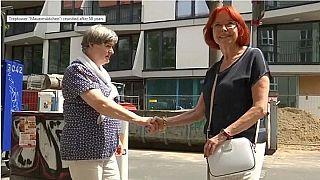 """Berlino, riunite dopo 58 anni le """"ragazze del muro"""""""