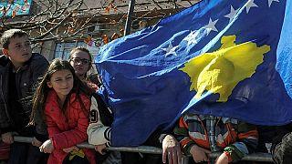 Serbia y Kosovo se comprometen a retomar el diálogo presionados por la Unión Europea