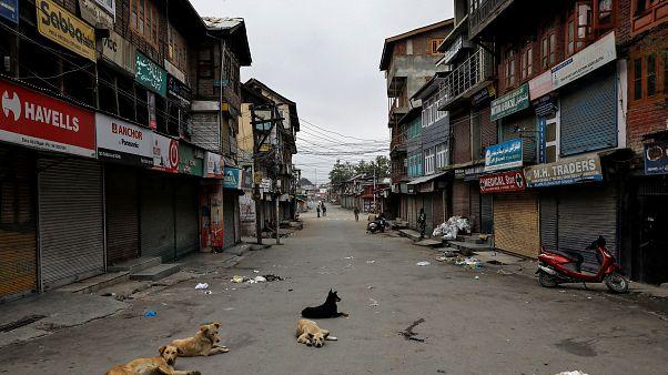 Kashmir ancora tagliato fuori dal mondo. Stop al coprifuoco da giovedì