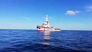 Суд разрешил судну Open Arms зайти в итальянские воды