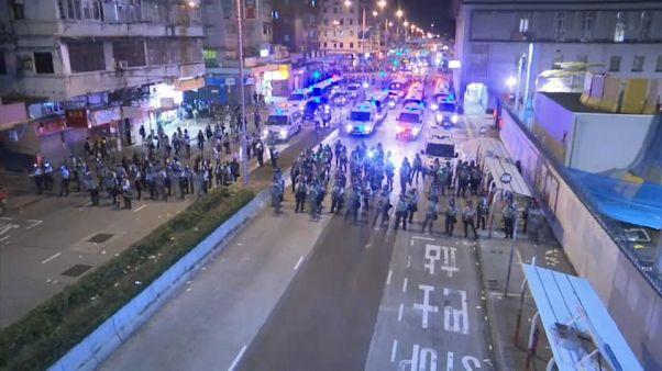 Esercito di Pechino schierato a Shenzen città cinese a ridosso di Hong Kong