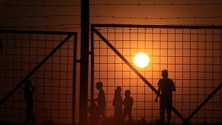 اليونان يندد برفض الاتحاد الأوروبي استقبال 3 آلاف مهاجر قاصر