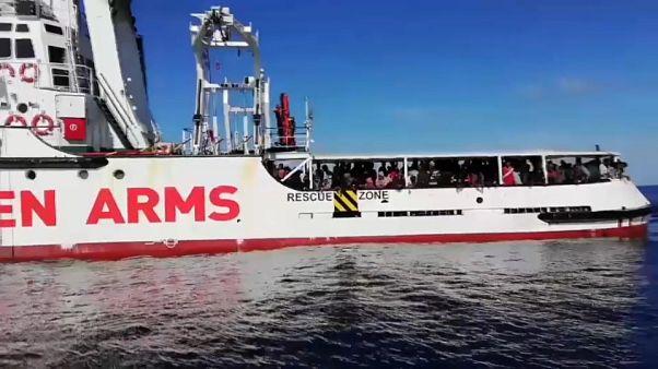 Már olasz vizeken az Open Arms 147 menekülttel a fedélzetén