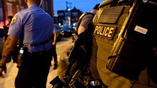 القبض على مشتبه فيه بعد إصابة 6 ضباط شرطة خلال مداهمة في فيلادلفيا