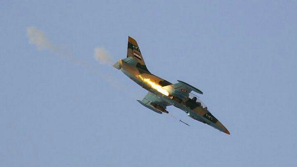 «تحریرالشام» تصاویر لاشه هواپیمای جنگی سوخو-۲۲ ارتش سوریه را منتشر کرد