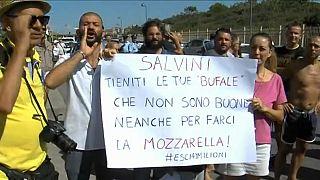 Salvini a Castel Volturno accolto da applausi e contestazioni