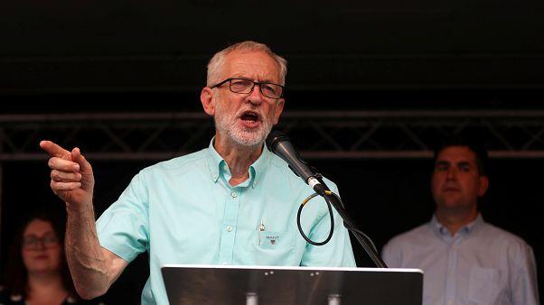 کارزار رهبر حزب کارگر بریتانیا برای برکناری جانسون و تعویق برکسیت