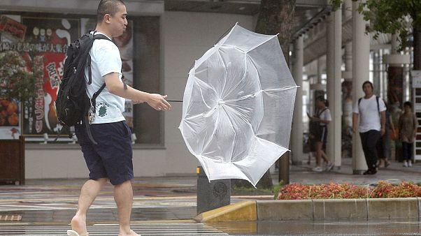 Japonya'da fırtına alarmı: Yarım milyon kişiye tahliye çağrısı; uçak ve tren seferleri iptal