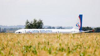 الطائرة بعد هبوطها اضطراريا