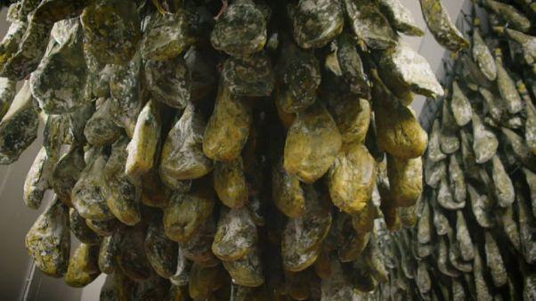 Un secadero de jamón ibérico en España