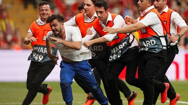 Süper Kupa maçında sahaya giren ünlü YouTuber ve arkadaşları gözaltında