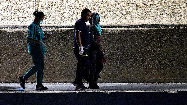 Una de las nueve personas migrantes desembarcadas este jueves del Open Arms por motivos de salud