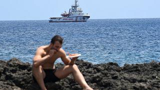 Migranten vor Italien: Land in Sicht