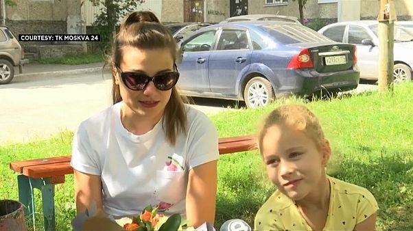 """ناتاليا يوسوبوفا زوجة الطيار الروسي الذي تصفه روسيا بـ """"البطل"""" بعد هبوط اضطراري """"سالم قام به أمس"""