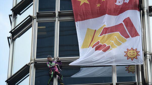 Fransız 'örümcek adam' bu kez Hong Hong'da uzlaşı için bir gökdelene tırmandı