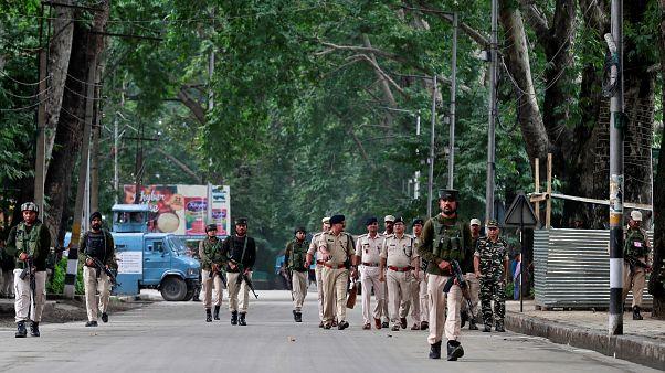 عناصر من قوات الأمن في سريناجار بكشمير