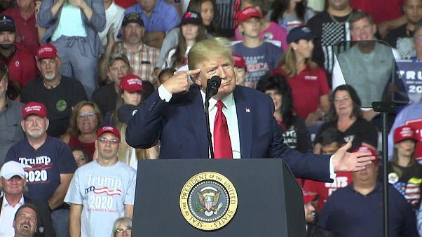 ترامب أثناء إلقاء كلمة أمام مؤيديه في ولاية نيو هامبشاير