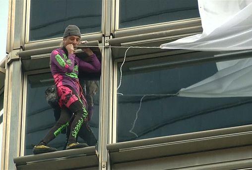 Ο «Γάλλος Spiderman σε ουρανοξύστη του Χονγκ Κονγκ