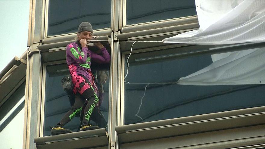 """""""Человек-паук"""" призвал Гонконг к миру"""