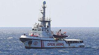 EU Kommission zur Open Arms: Die Situation der auf See gestrandeten Migranten ist unhaltbar