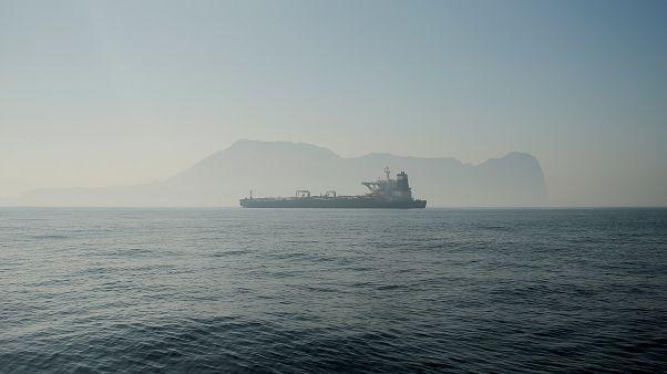 Nem mozdul Gibraltárról az iráni tankhajó
