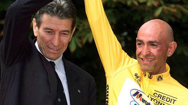 Felice Gimondi e Marco Pantani sul podio del Tour de France 1998.