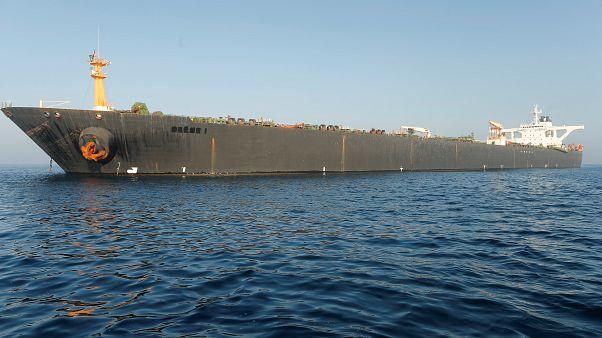 El petrolero iraní retenido sigue frente a Gibraltar y no zarpará hasta el domingo