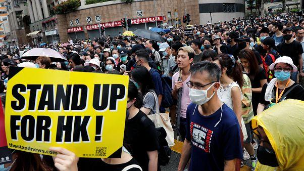 بحران هنگکنگ؛ معلمان آخر هفته خود را با تظاهرات ضد دولتی آغاز کردند