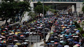 شاهد: المعلمون يؤيدون الحركة الاحتجاجية في هونغ كونغ رغم العواصف الرعدية