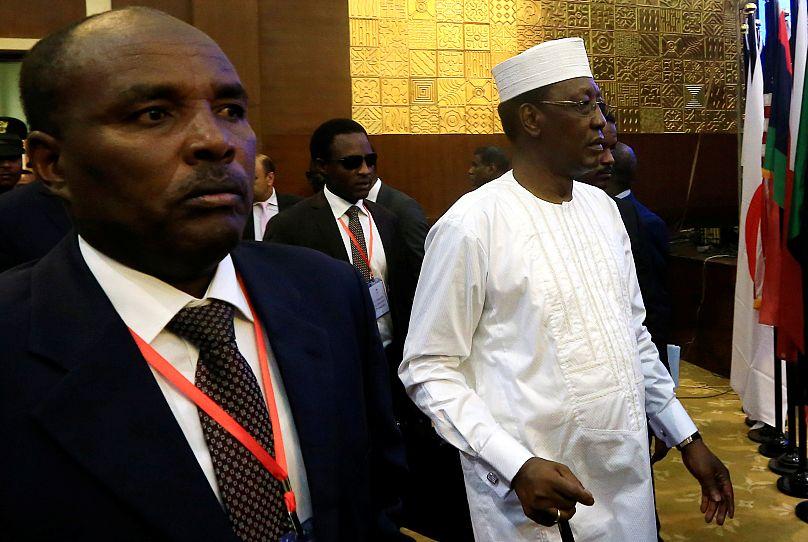 Sudan, generali e leader delle proteste firmano l'accordo per la transizione