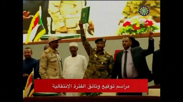 توقيع اتفاق الفترة الانتقالية بين المجلس العسكري وحركة الاحتجاج في السودان