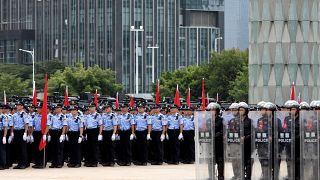 قوات من الشرطة وعناصر مكافحة الشغب خلال تدريبات بمدينة شينزن