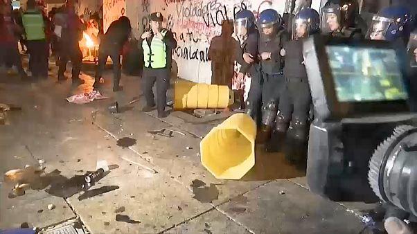 Ausschreitungen bei Frauendemonstration gegen Polizeigewalt