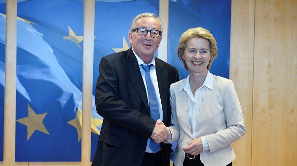 Avrupa Komisyonu Başkanı Juncker, acilen safra kesesi ameliyatı olmak için tatilini yarıda kesti