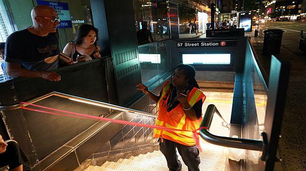 شرطة نيويورك تعتقل رجلا أثار موجة من الذعر بمحطة قطارات أنفاق