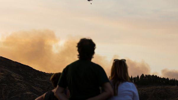 إجلاء عشرات السياح والسكان إثر اندلاع حريق جديد في جزيرة كناريا الكبرى الإسبانية
