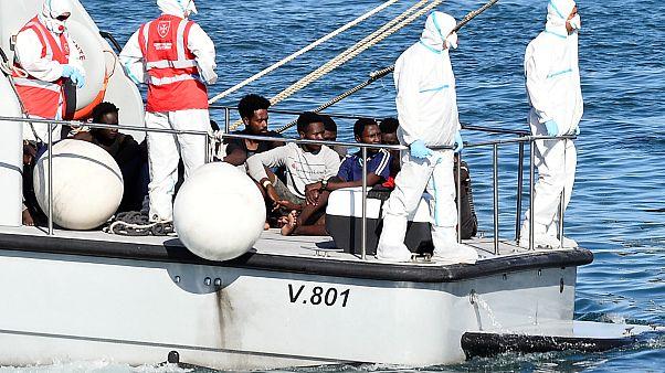 İtalya: 17 gündür kıyıya yanaştırılmayan mülteci gemisi Open Arms'taki 27 çocuğa izin çıktı