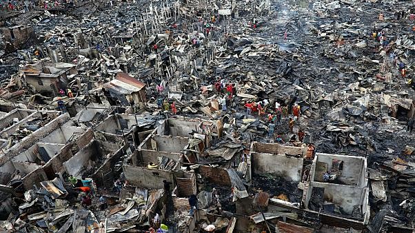 شاهد: الآلاف بدون مأوى في بنغلادش اثر حريق شب في حي عشوائي بداكا