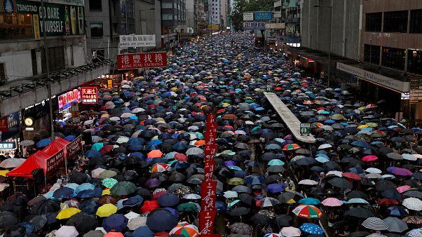 رغم الأمطار.. احتجاجات عارمة مناهضة للحكومة في هونغ كونغ للأسبوع الحادي عشر