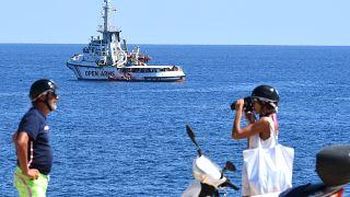 El Open Arms espera frente a la costa de Lampedusa