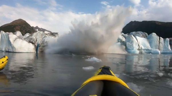La extrema y peligrosa experiencia de dos kayakistas en un glaciar de Alaska