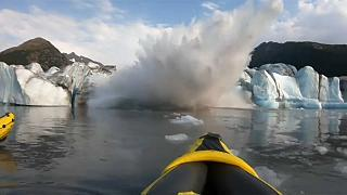 شاهد: مغامرون ينجون من خطر انهيارات جليدية