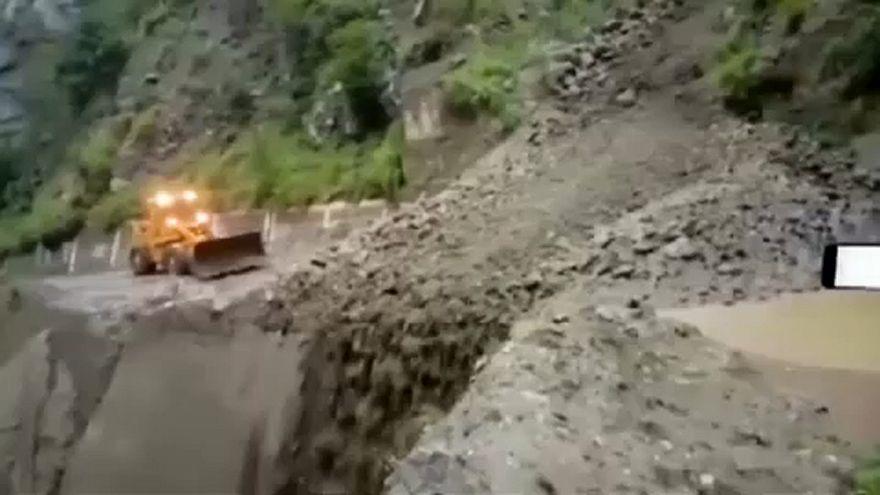 ویدئو؛ سیل و رانش زمین در شمال هند