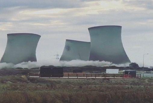شاهد: تدمير خاضع للسيطرة يقطع الكهرباء عن الآلاف في بريطانيا