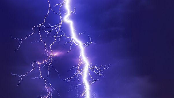 Unwetter und Blitze behindern Bahn und Frankfurter Flughafen