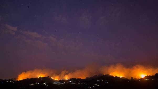 Καταστροφική πυρκαγιά στη Σμύρνη