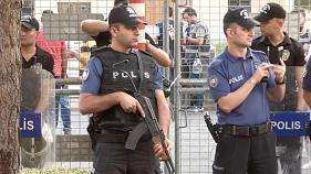 تركيا تقيل 3 رؤساء بلديات من حزب الشعوب الديمقراطي المؤيد للأكراد واعتقالات بالمئات