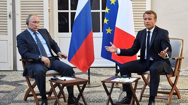 انتقاد پوتین از برخورد با جلیقهزردها در واکنش به دعوت ماکرون به دموکراسی