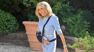 Warum trägt Brigitte Macron (66) den Arm in der Schlinge?