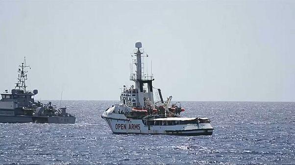 """""""Open Arms"""" quer Guarda Costeira a levar migrantes para Espanha"""